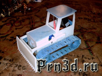 бульдозер на радиоуправлении напечатанный на 3D принтере